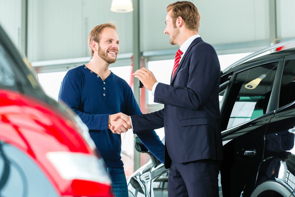 Personas naturales y empresas ya compran autos con información