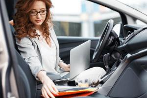 Qué documentos debe llevar siempre en la guantera de su vehículo
