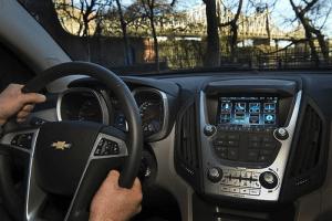 ¿Sí o no a las pantallas táctiles en los automóviles?