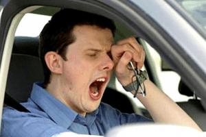 Lo que debes y no debes hacer si vas a conducir largas horas por una carretera