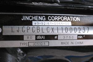 Para algunos vehículos, el número VIN se encuentra en la esquina inferior del parabrisas